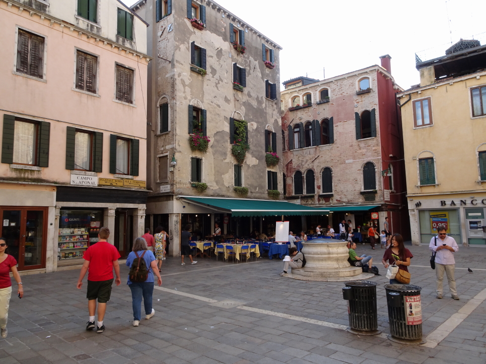 An intimate (small) Venetian campo