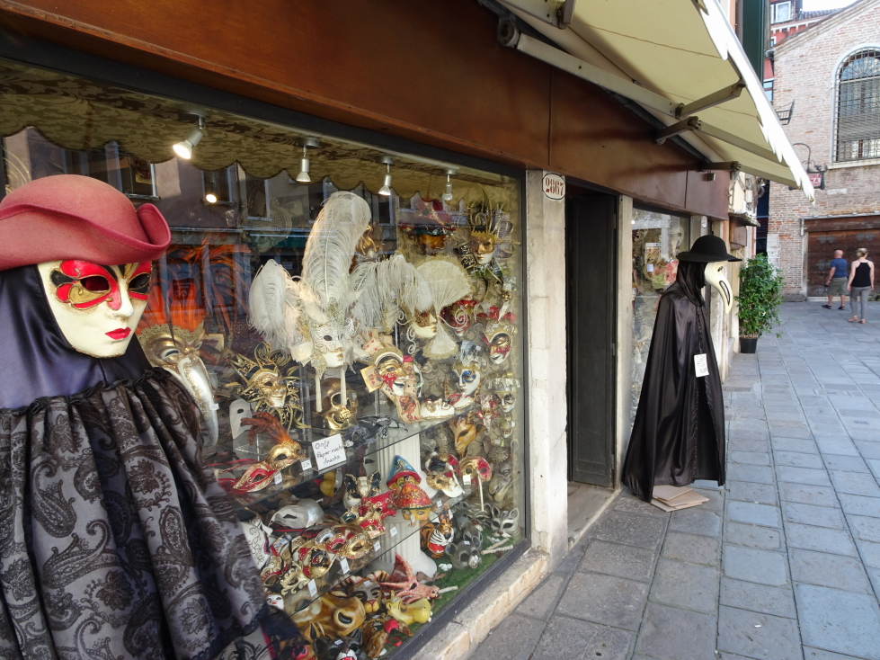 Store selling masks in Venice