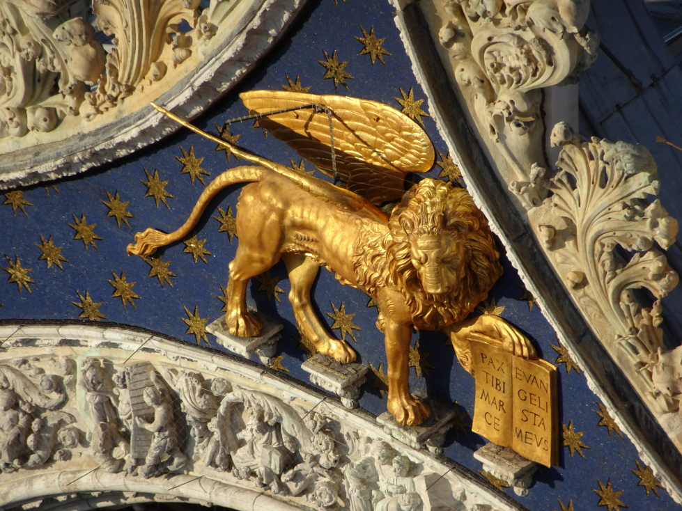 The golden winged lion atop the basilica
