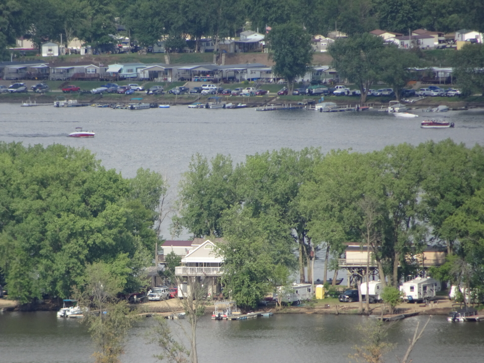 Vacation homes on the banks of the Mississippi
