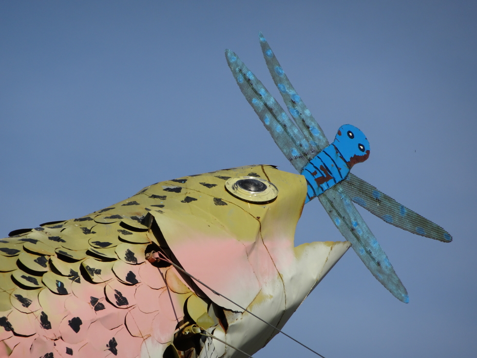 Close up of the sculpture with a fish eating a dragonfly